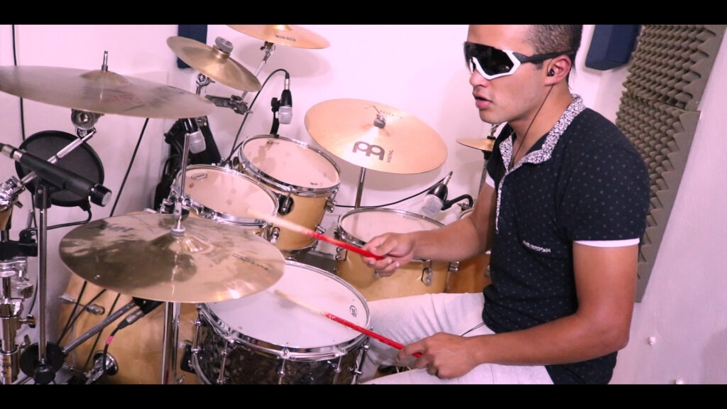 Baterista en Llanogrande - Teo On The Drums - SAVIA LATINA