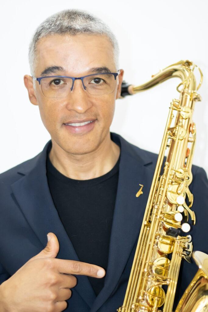 Saxofonista en Medellín | Chucho Sierra